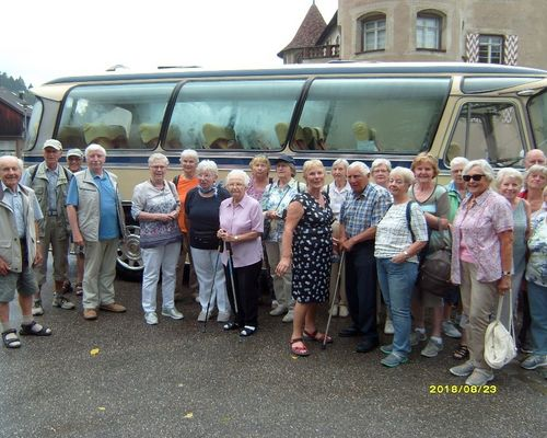 Die Seniorensportgruppe unterwegs mit dem Oldtimerbus